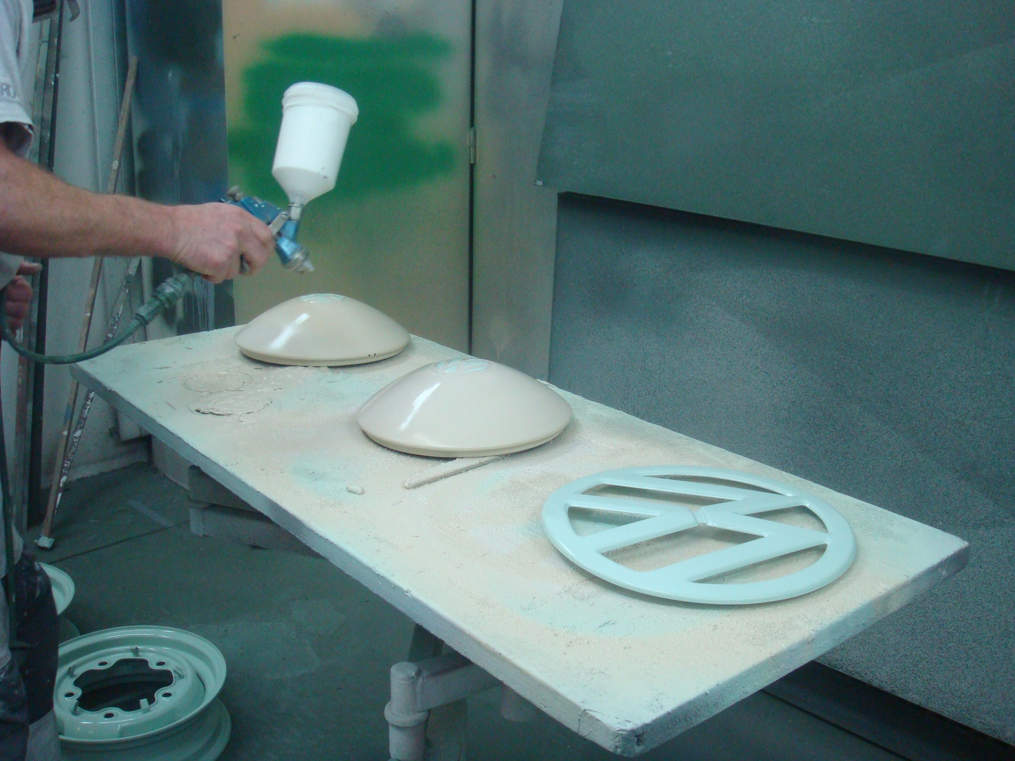 Spritzarbeiten an Kleinteilen